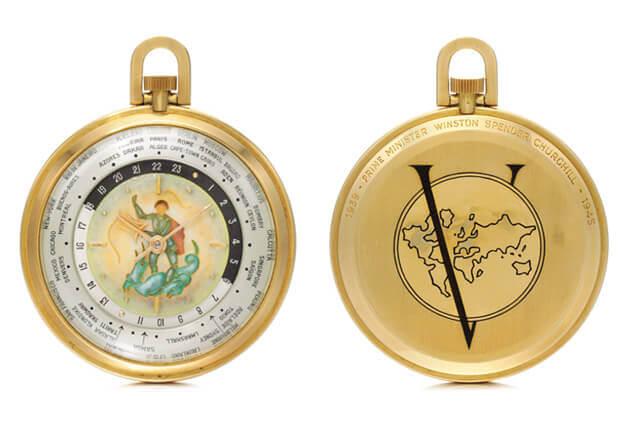 Relógio de bolso worldtimer que pertenceu a Winston Churchill (à esquerda). No verso o «V» remete para a vitória dos exércitos aliados em 1945. © Sotheby's