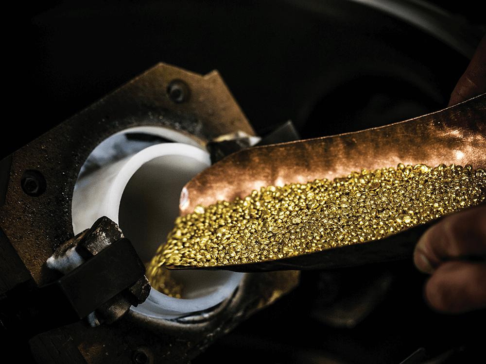 O ouro, apesar de continuar a ser muito utilizado, é neste momento proposto em diversas ligas avançadas. A Chopard, no entanto, mantém-se fiel à sua utilização mais tradicional, tendo anunciado que, a partir de julho de 2018, passaria a usar ouro 100% ético em todas as suas peças de joalharia e relojoaria. © Chopard