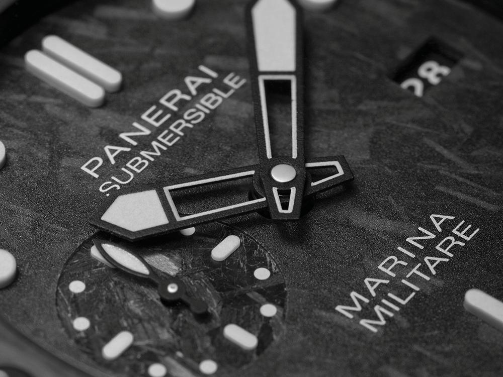 O Panerai Submersible Marina Militare Carbotech™. A caixa com 47 mm, é feita de carbotech, um material baseado em fibra de carbono e introduzido no mundo da alta-relojoaria pela marca italiana.  © Panerai