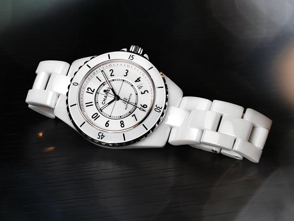 Chanel J12 Ref. H5700 Corda automática | Cerâmica branca | 38 mm | Preço sob consulta © Paulo Pires / Espiral do Tempo