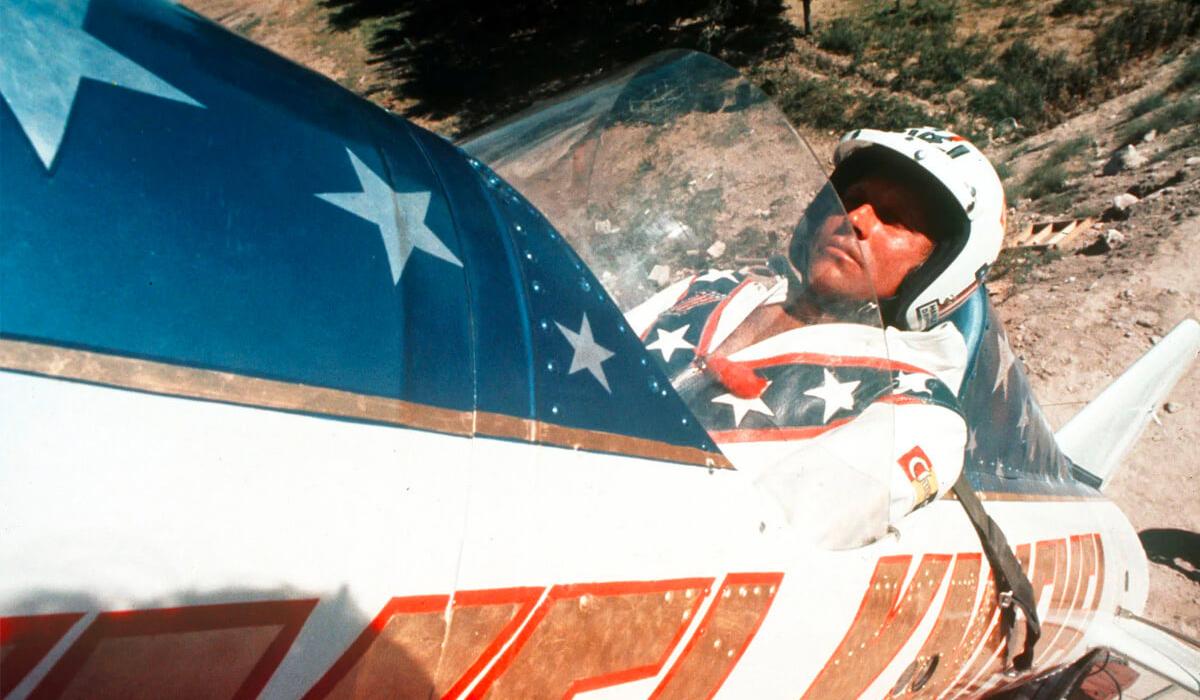 Evel Knievel no foguetão Skycycle X-2.