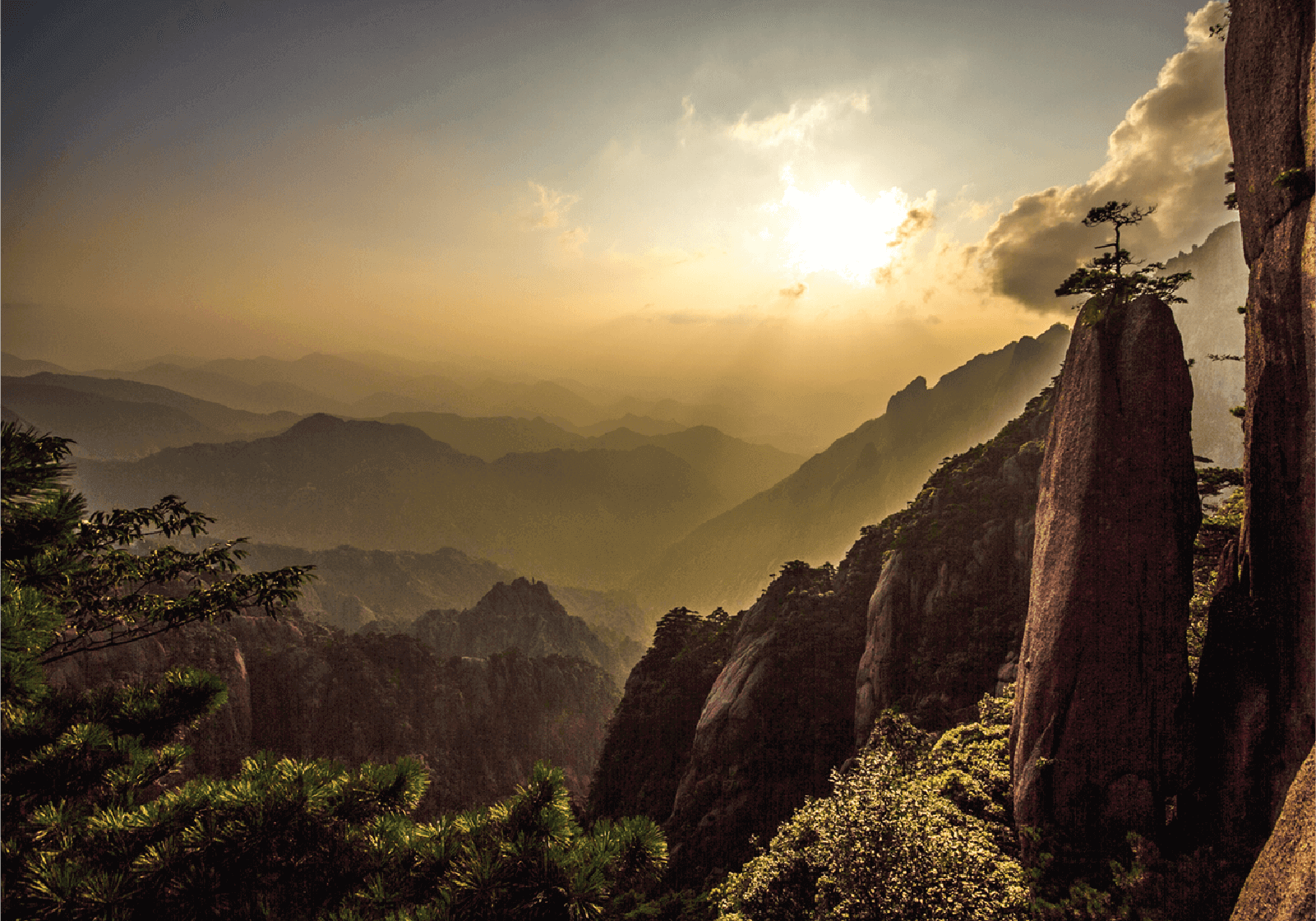 As maravilhosas montanhas Huangshan, na China. Com os seus peculiares picos de granito e os caraterísticos pinheiros que nos oferecem paisagens inacreditáveis © Susana Gasalho