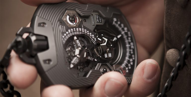 Urwerk UR-1001 Titan Pocket Watch_Abertura