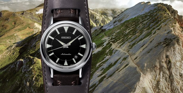 Seiko Prospex The 1959 Alpinist Re-Creation SJE085J1 com fundo com uma vista para montanhas