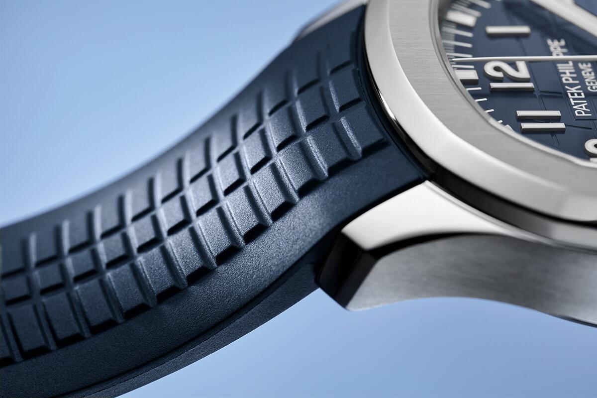 Detalhe da bracelete em cauchu dos novos Patek Philippe Aquanaut