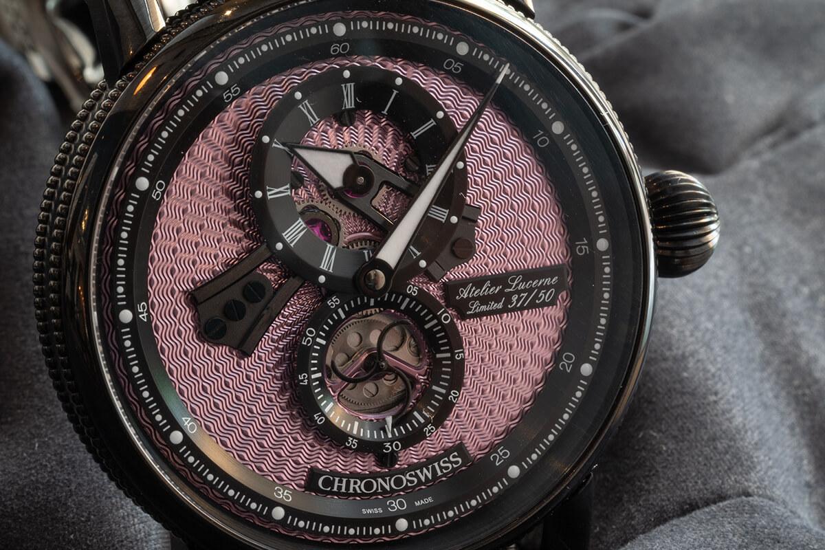 Mostrador rosa guilloché do Chronoswiss Flying Regulator Open Gear Pink Panther