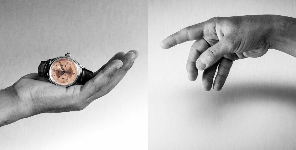 Montblanc Heritage Monopusher Chronograph, sobre a mão de um homem, mãos e fundo a preto e branco, relógio a core   © Paulo Pires / Espiral do Tempo