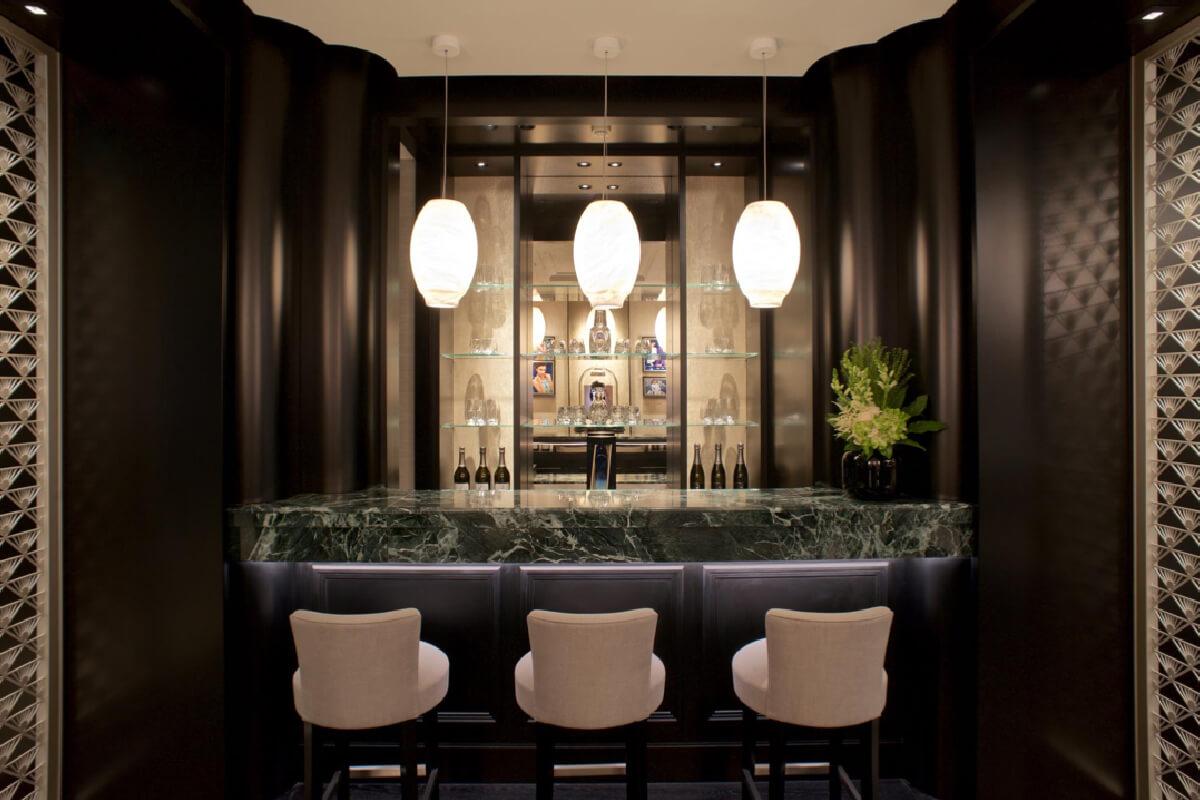 O bar preparado para receber os clientes © Van Cleef & Arpels