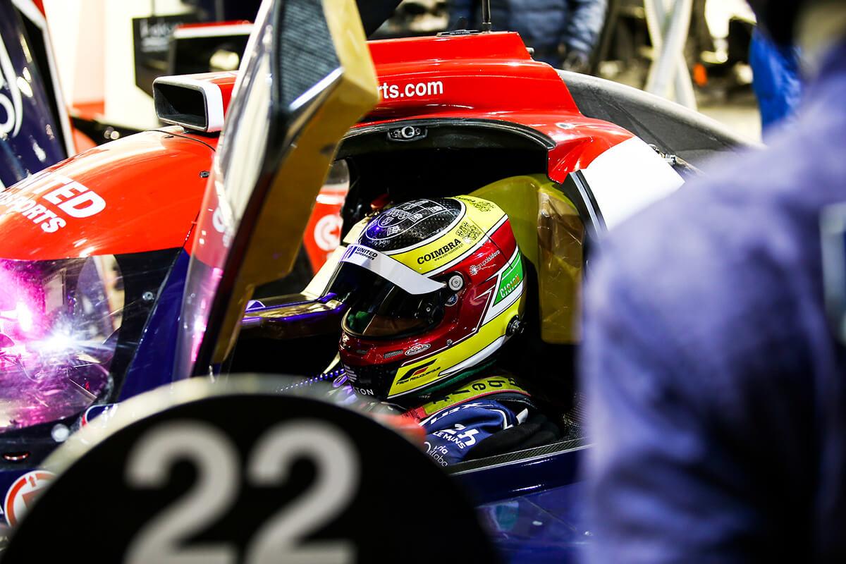 Piloto Filipe Albuquerque no carro em Le Mans 2020