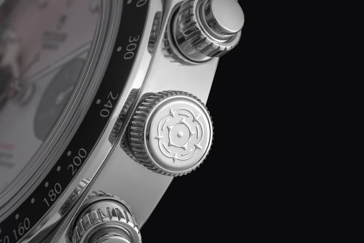 Pormenor coroa Tudor Black Bay Chrono   © Paulo Pires / Espiral do Tempo