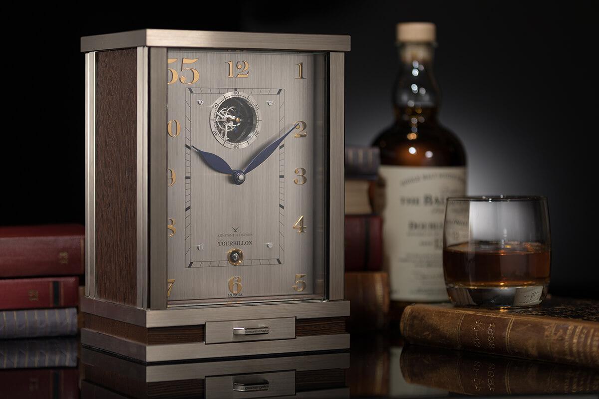 Konstantin Chaykin: um relógio de mesa dotado de turbilhão